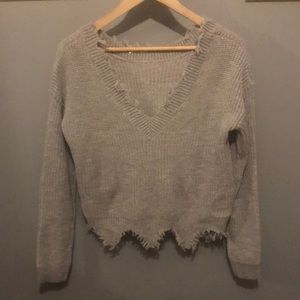 Sweaters - Grey cropped top sweater with fun jagged hem